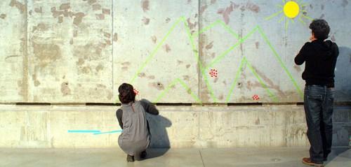 Arquitectos preparando un taller creativo para niños. Fuente: Sinergia Sostenible