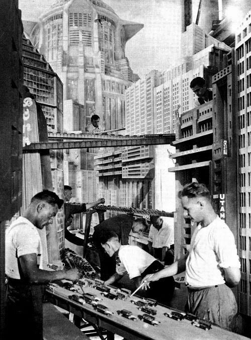 """Friz Lang, backstage de """"Metropolis"""", 1925-1926."""