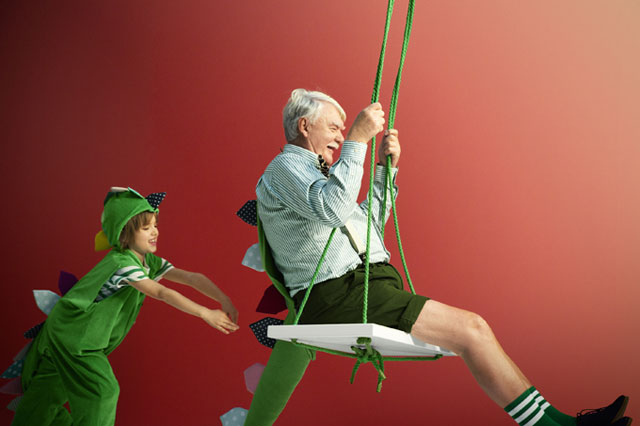 BRIO_boy_man_swing02_640