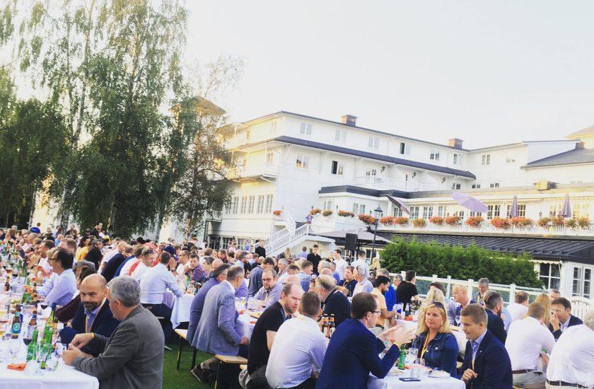 850 deltakere fra IKT-næringen på Sikkerhetsfestivalen var samlet til hagefest på Scandic Lillehammer