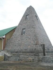Пирамида в Комендантовке
