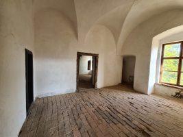 Замок Сент-Міклош (Чинадієвський) в Закарпатті
