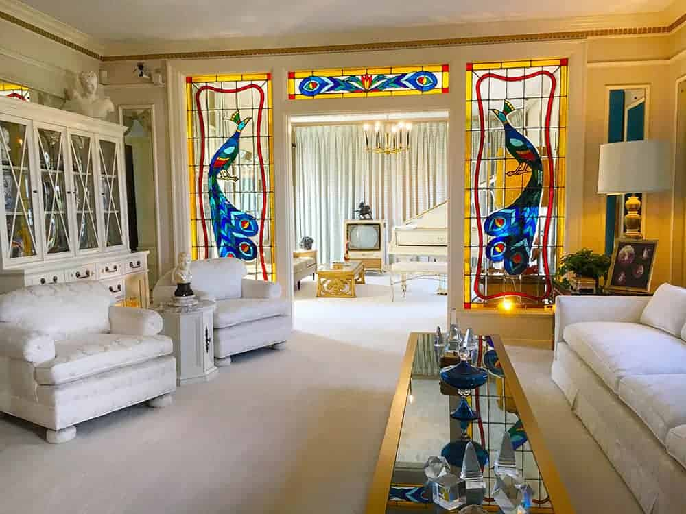 Graceland white lounge