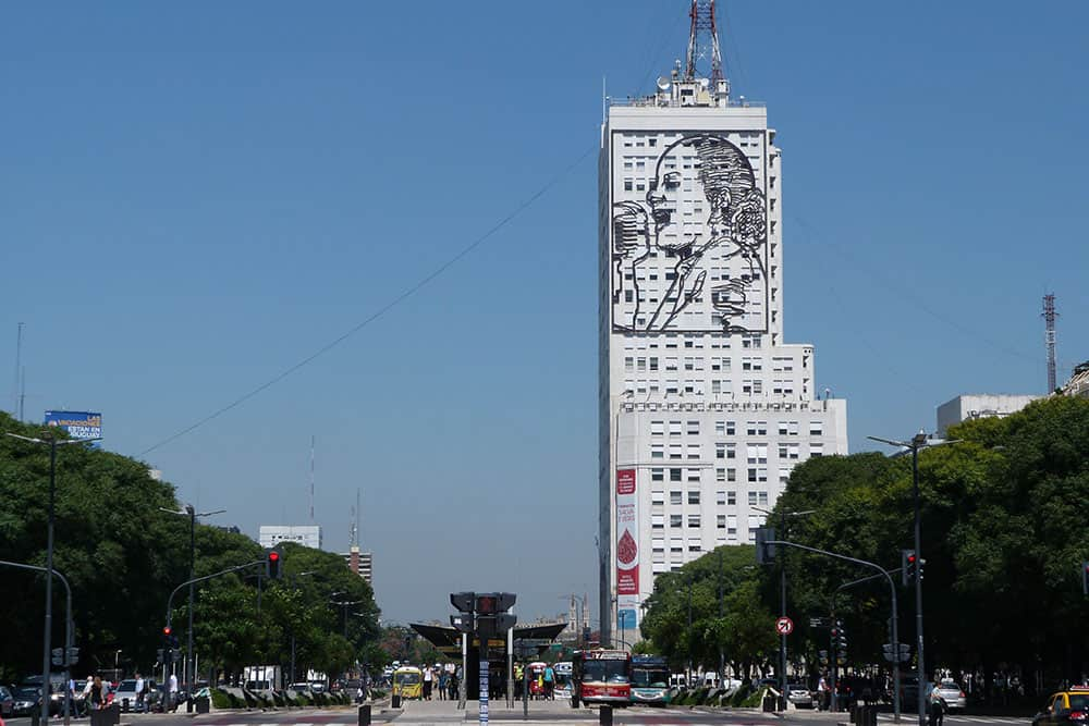 9 de Julio Avenue (July 9 Avenue)