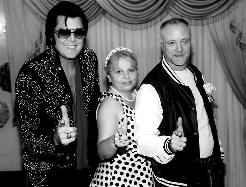 Brendan Paul as Elvis. Elvis wedding Las Vegas