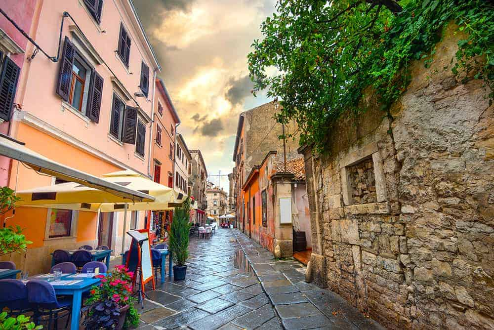 Finding a place to eat in Pula, Istria, Croatia