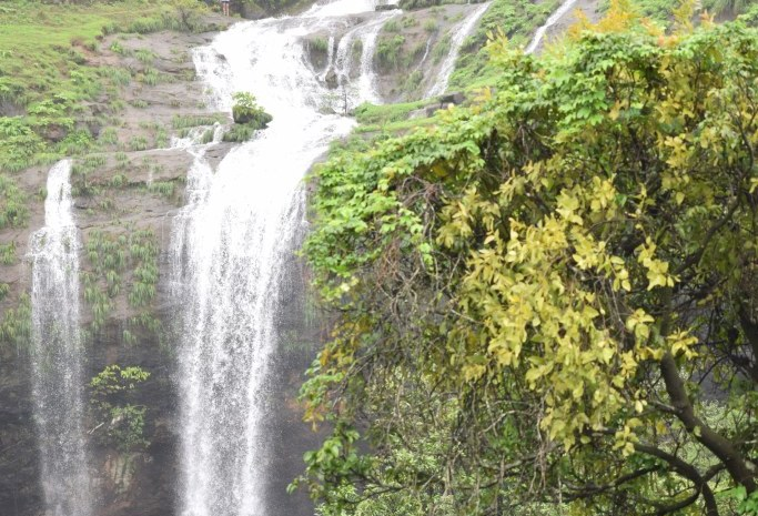 Khandi Waterfall Pune best places to visit in Mansoon.