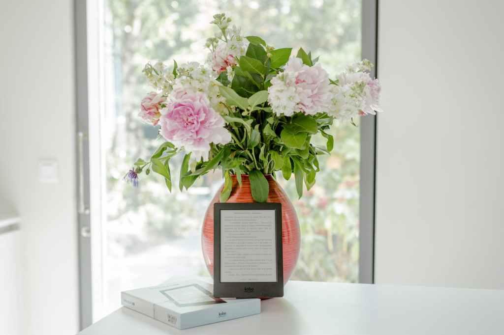 Ikebana - petaled flower art