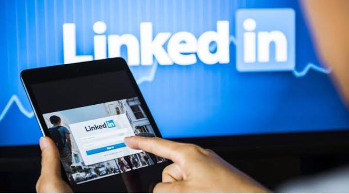 online social media platform to get job