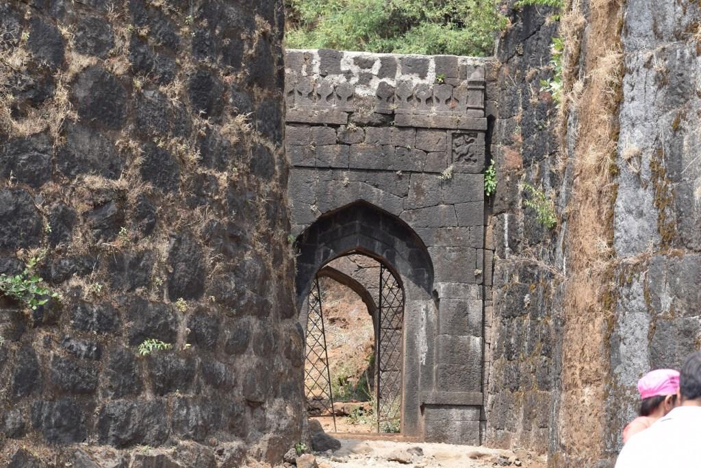 Pratapgad Darwaja, Gates