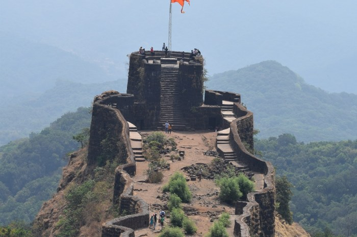 Pratapgad Fort Information & History in Marathi