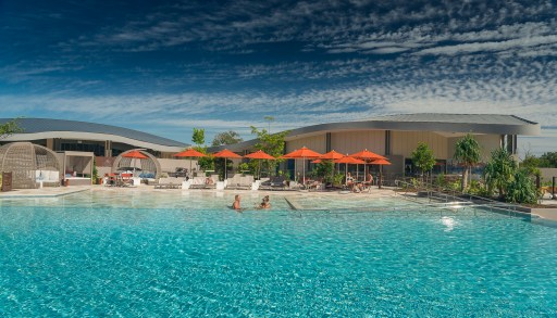 Infinity lagoon pool, Elements of Byron