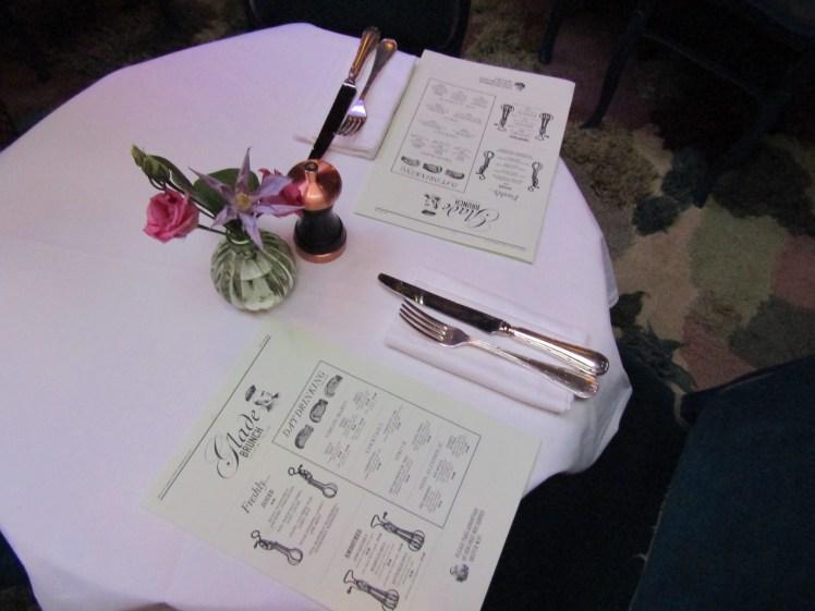 "<img src=""The Glade Cute Tables.jpg"" alt=""The Glade Cute Tables"">"