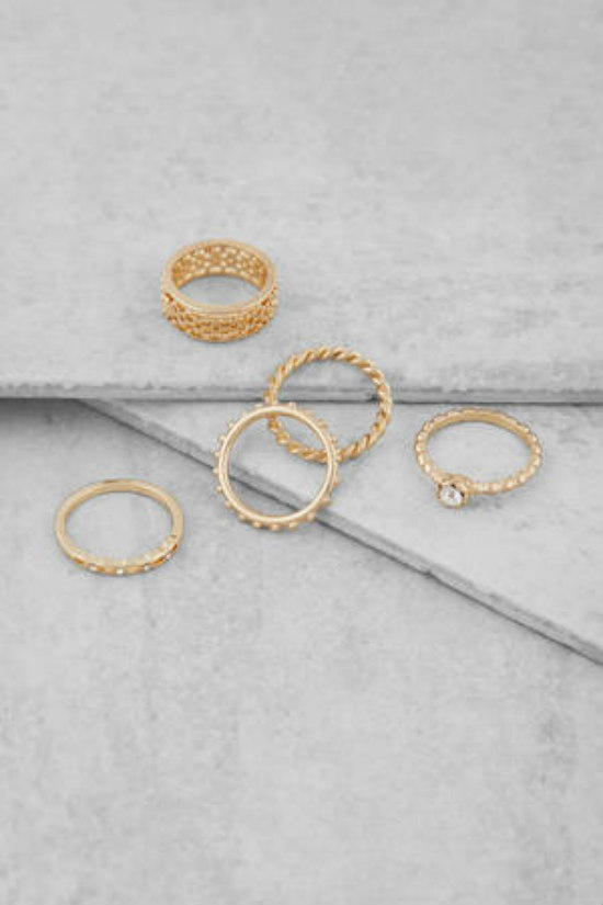 10 Minimalist Jewelry Pieces That Will Look Simply Wonderful On You