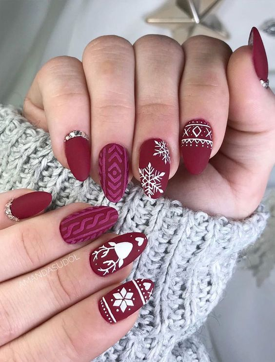 12 Christmas Nail Ideas That Would Have Mrs. Clause Jealous