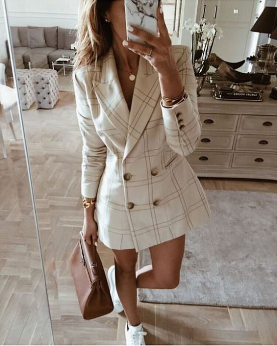Flattering Outfit Ideas For Girls With Bigger Busts