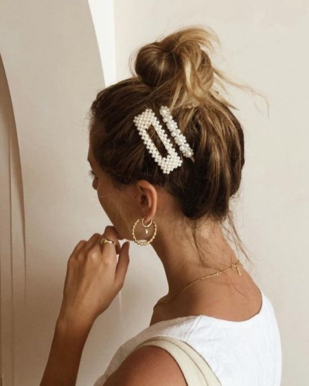 How To Style The 90s Hair Clip Trend