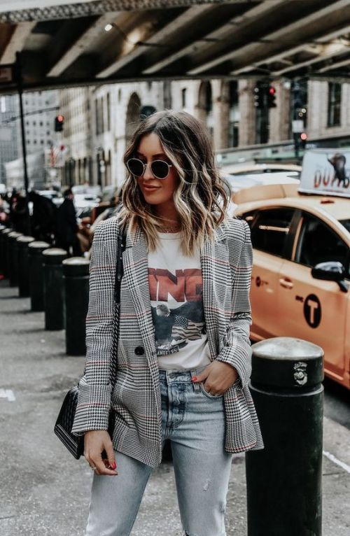 10 Articles Of Clothing That Every It-Girl Owns