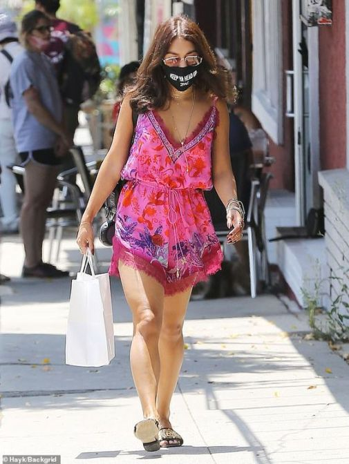 10 Fashionable Mask Outfits To Copy This Summer