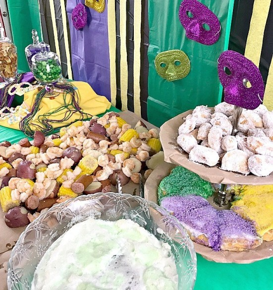 How To Host The Best Mardi Gras Themed Party