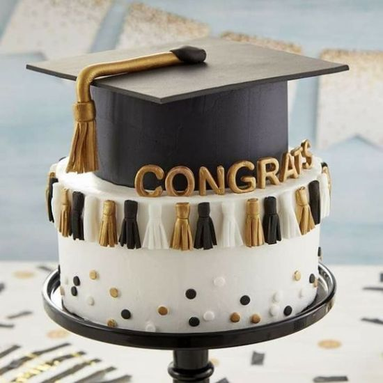 10 Graduation Cakes Everyone At Your Party Will Love
