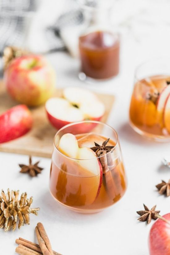 Tasty New Year's Eve Drinks You Can Make To Bring In The New Year