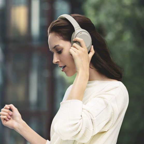 *10 Amazing Headphones You'll Want To Buy As Soon As You Can