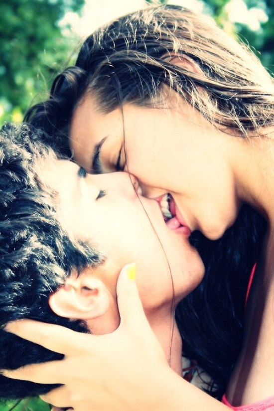 12 Make Out Tips That'll Instantly Make You An Expert Kisser