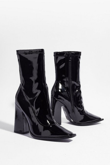 12 Pairs Of Women's Winter Boots We Can't Get Enough Of