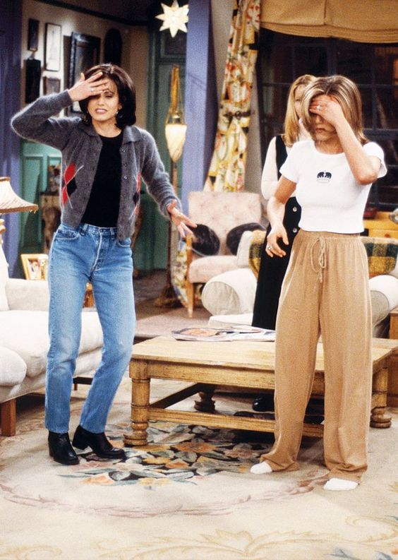 10 Outfits From FRIENDS That You Have To Recreate