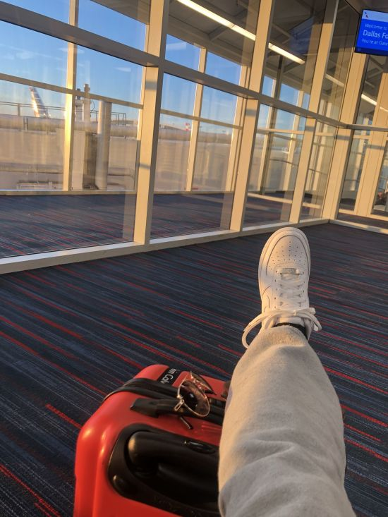 *10 Airport Essentials To Bring With You On Your Next Vacation