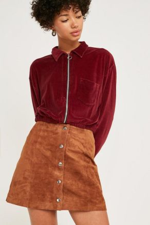 Brown is not an easy color to wear but it looks so stylish and is great for the fall time. It's amazing for an autumn look, and it looks so comfy and put together.