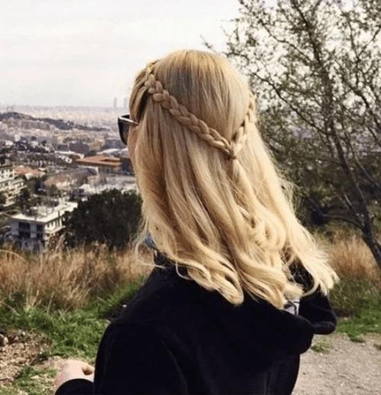 7 Ways To Rock Wearing A Ponytail