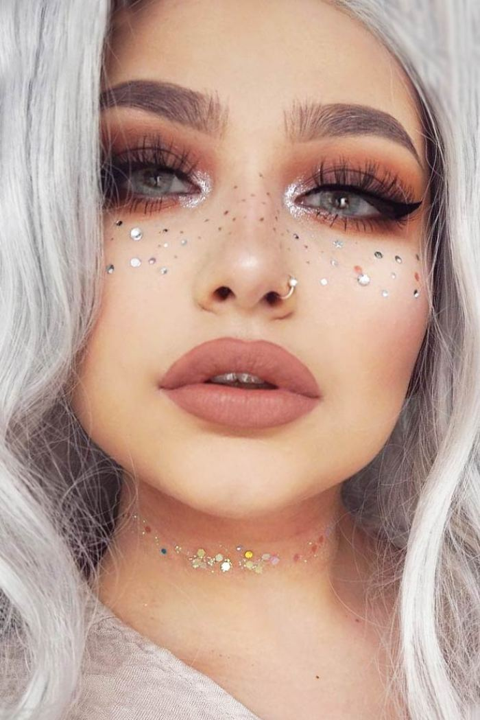 10 Cool Ideas To Add Rhinestones In Your Makeup Routine