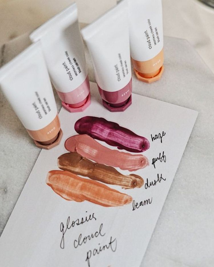 Why You Should Really Be Using Glossier's Cloud Paint