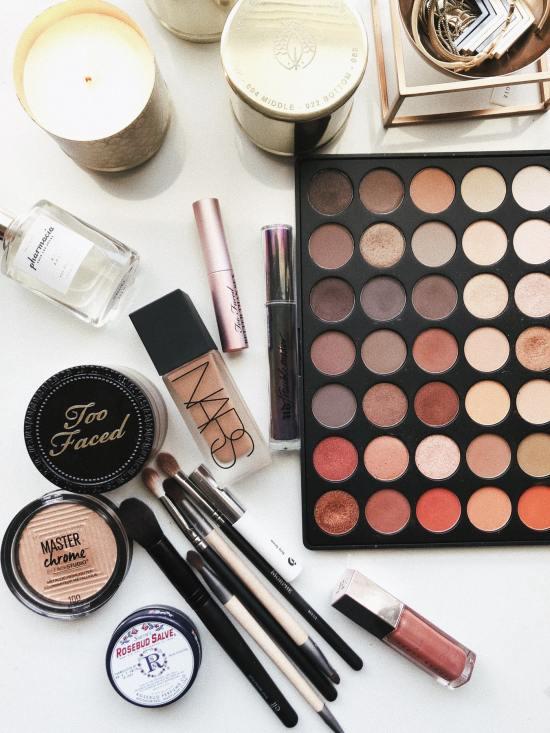 8 Gefahren des Schlafens in Make-up, die jedes Mädchen wissen muss