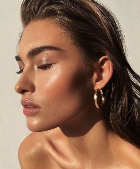 Here's How To Enhance Your Everyday Summer Makeup Routine
