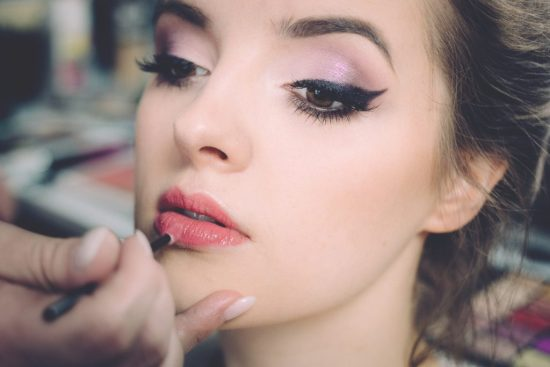Makeup hacks can make your morning makeup routine a walk in the park. Enjoy the benefits of having a flawless look without the struggle of applying it with these simple steps.