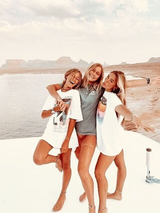 10 Ways To Make Friendships That Last A Life Time