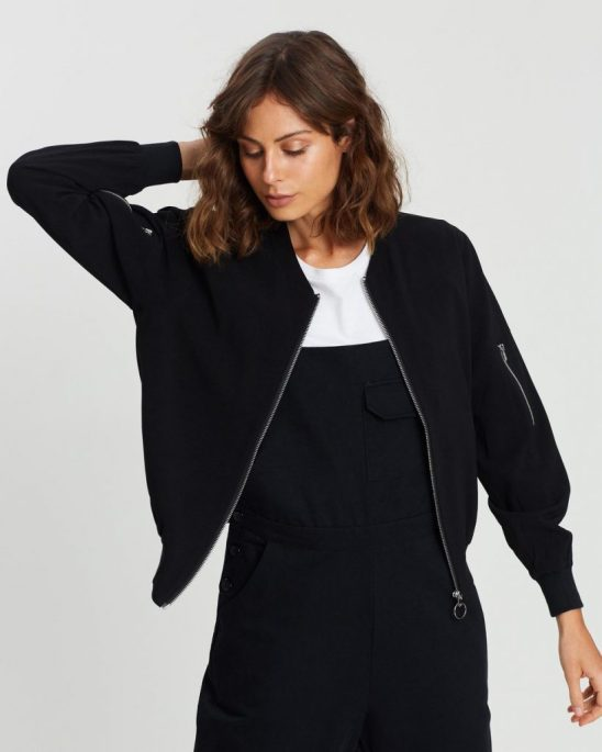 *10 Different Outerwear All Girls Need Right Now