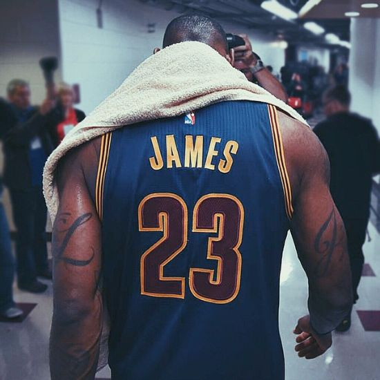 https://nikelebron.net/lbj_records_a_triple_double_in_ot_win_in_sac-town_cavs_end_suns_home_game_winning_streak/