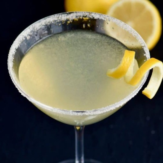 10 Easy Cocktails To Make As A College Kid