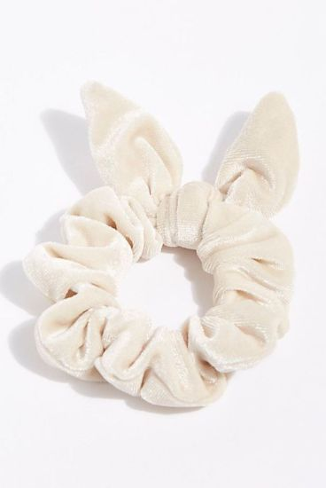 12 Velvet Scrunchies That WIll Take Your Pony TaiL Game To The Next Level