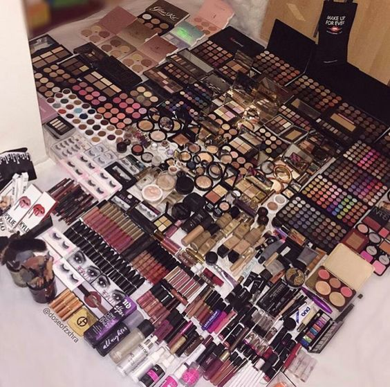 15 Signs That You're A Makeup Addict