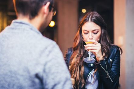 10 Ways To Avoid Men Trying To Hit On You At The Bar