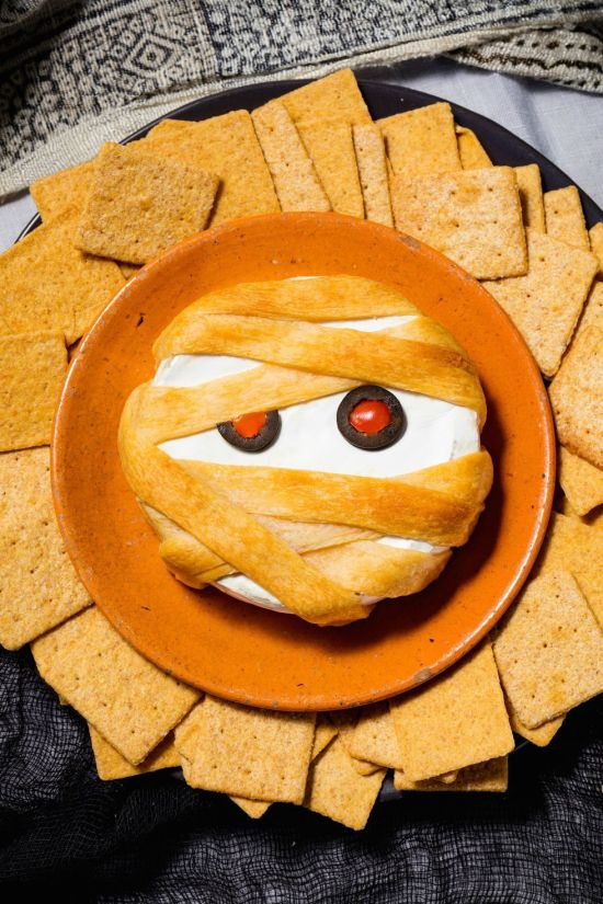 20 Halloween Snacks That Will Serve Up Some Scares