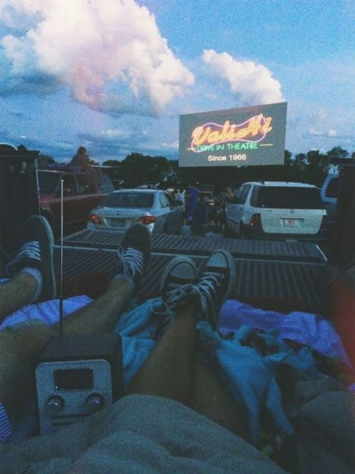 6 Cute Drive In Movie Dates You And Your BF Should Try