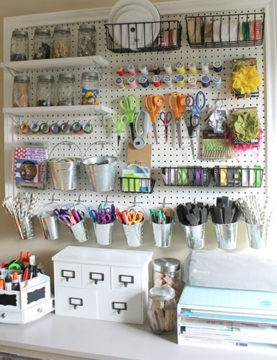 10 ways to organize your art room.