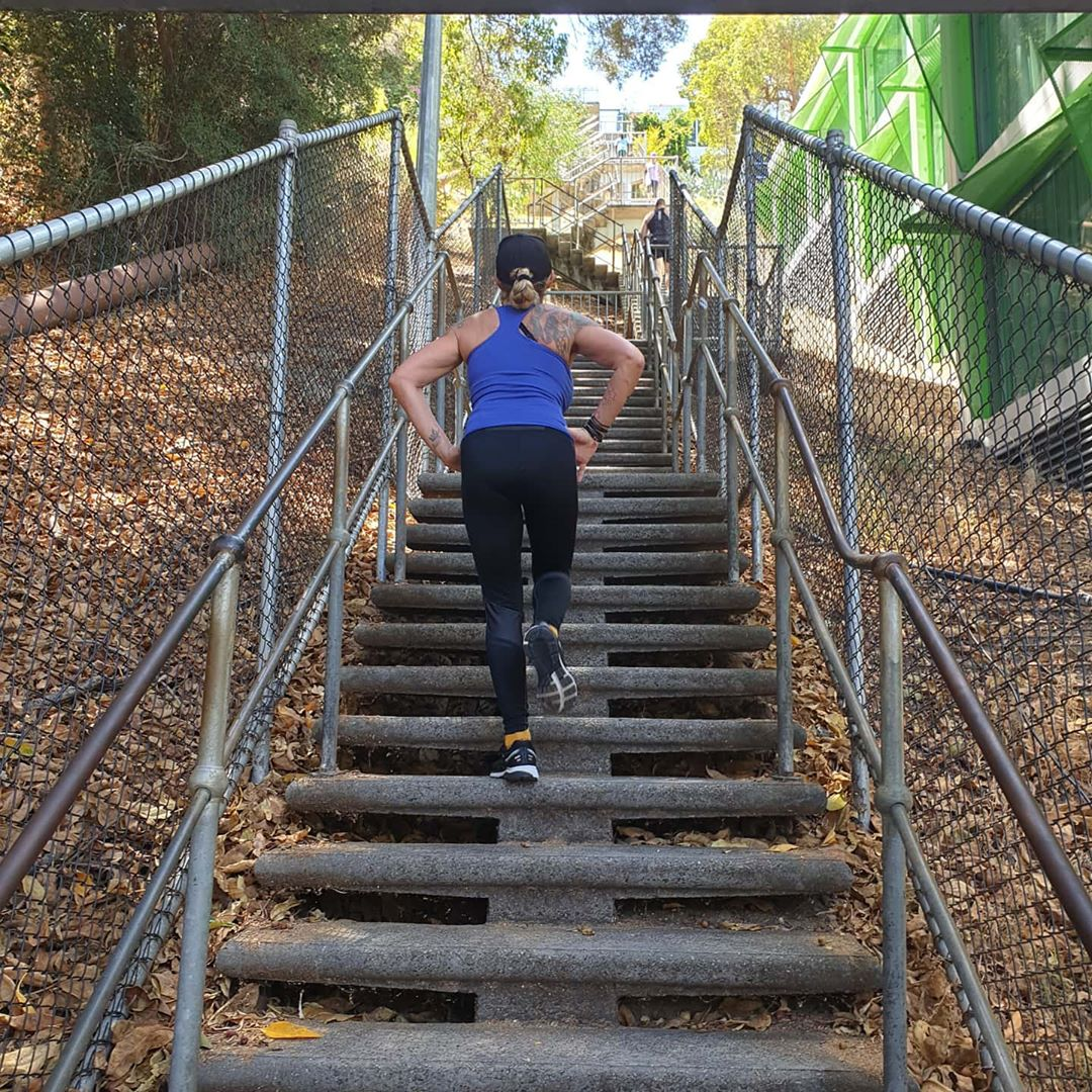 fitness tips: woman climbing the stairs