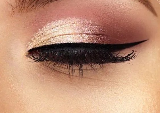 Gold Glitter Eye Makeup is in this year and heres 10 different looks that you can try out now!
